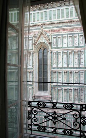 Hotel Duomo Firenze: View from Room - Morning