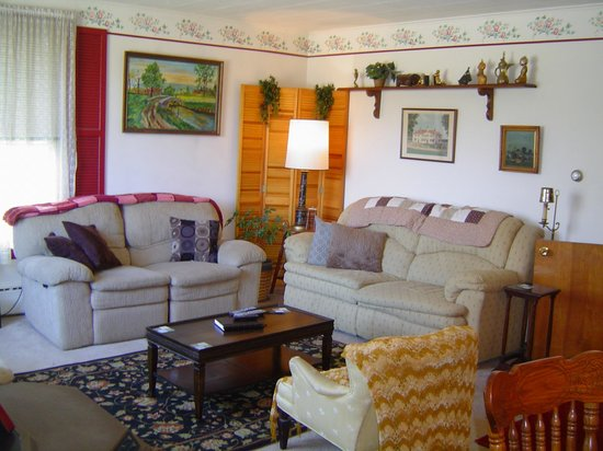 Kountry Living Bed and Breakfast: Living room area