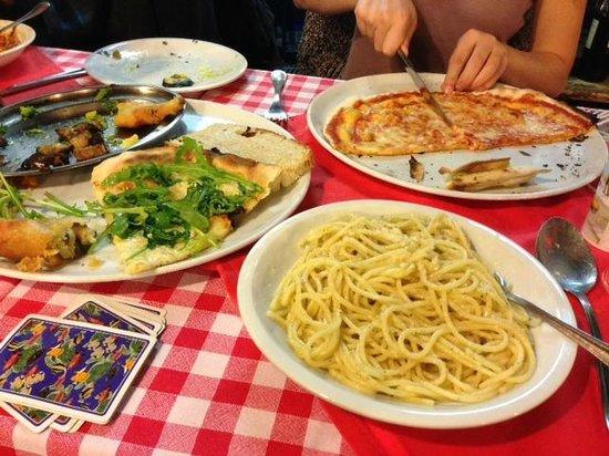 Taverna Le Coppelle: Pizza Margarita & Spaghetti Cacio e Pepe