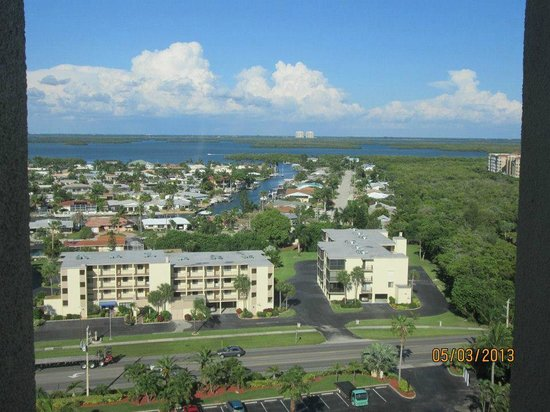 Pointe Estero Beach Resort: view of the back bay from the 15th floor