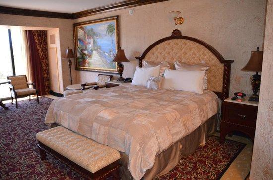 Peppermill Resort Spa Casino: Bedroom