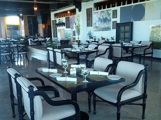 Mumtaz Mahal : Restaurant Environment at Noon