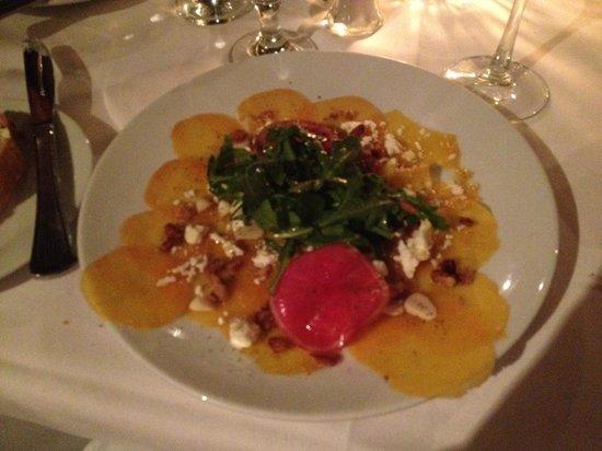 Anson Restaurant : Fantastice presentation of my salad.