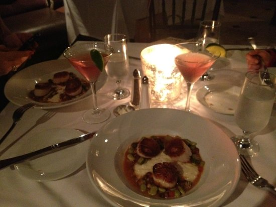 Anson Restaurant : Scallops and southern grits! Awesome :)
