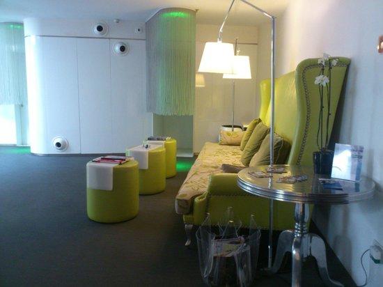 Chic & Basic Born Hotel: sitting area