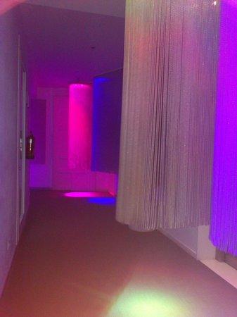 chic&basic Born Hotel: corridor