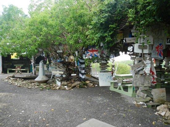 Pineapple Beach Club Antigua: Mary's Outhouse