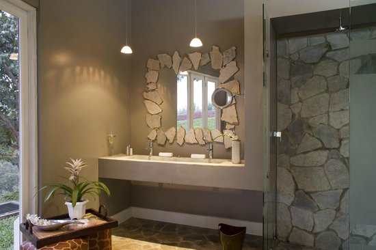 Asclepios Wellness & Healing Retreat: The Shaman bathroom