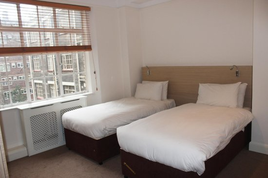 Endsleigh Court: 2 bedroom master as twin