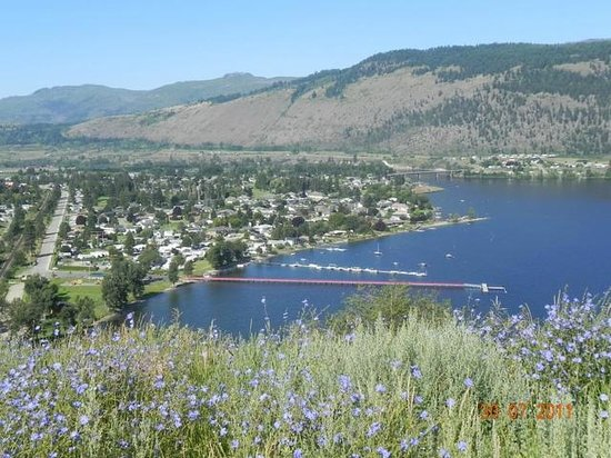 Sunny Shuswap B&B: Chase is located right at the Little Shuswap Lake