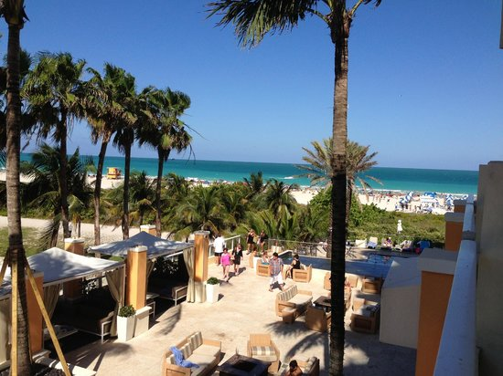 Marriott Stanton South Beach: View from a fourth floor suite's porch overlooking the side deck