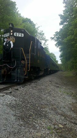 Bluegrass Scenic Railroad and Museum : Engine and cars.