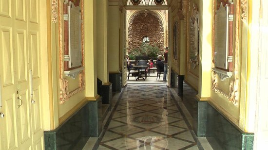 Birgu (Vittoriosa), Malta: Renovated Venetian-style corridor
