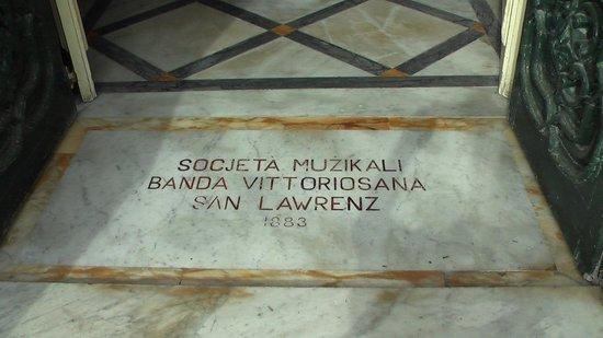 Bebirgu: The marble entrance plaque