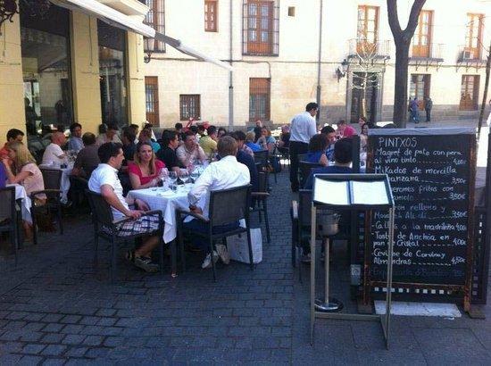 Terraza Del Restaurante D Fábula Tranquilidad En El Centro