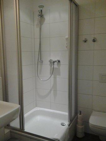 H+ Hotel HVD 4Youth: La douche