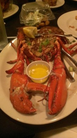 Rusty's Riverfront Grill: Maine lobster stuffed with crab