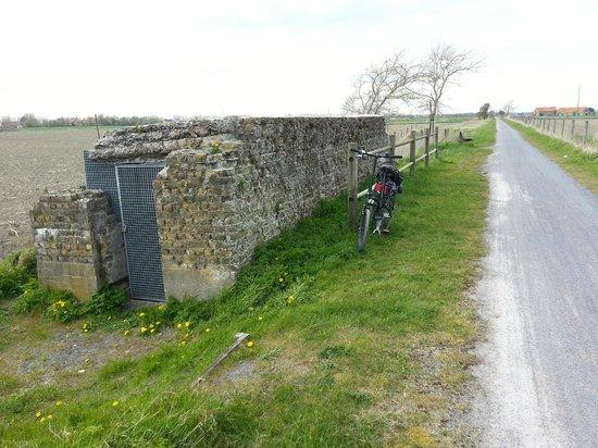 Frontzate Bicycle Trail : A bunker along the bike trail