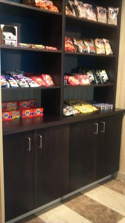 Hampton Inn Beloit: Fully and thoughtfully stocked snacks.  Healthy Choice Frozen meals for inroom microwave.