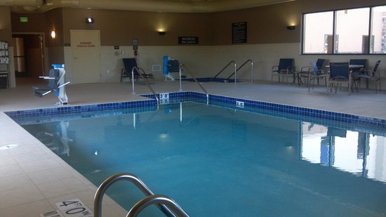 Hampton Inn Beloit: Pool area air temp is kept at 87 because it is tied in with the pool temp of the same