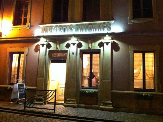 Les Trois Colonnes: Der Eingang zum Restaurant in Rouffach