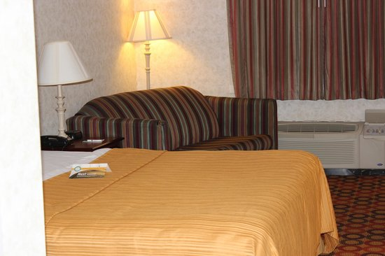 Quality Inn Enola - Harrisburg: King Bed