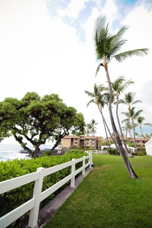 Outrigger Royal Sea Cliff: Right by the beach.