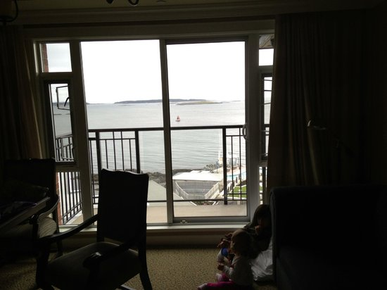 Oak Bay Beach Hotel: Living room