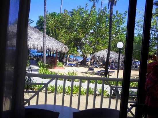 Grand Bahia Principe El Portillo: This is the view from the rooms on the beach