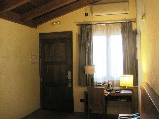Hotel las Leyendas: INTERIOR - ESCRITORIO.