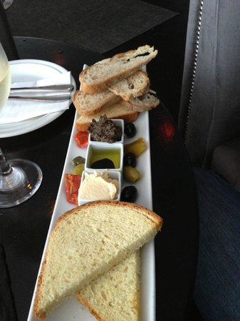 Aperitif Wine & Tapas Bar: Hummus with toasted breads