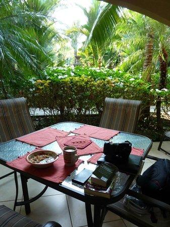 Monte Carlo Condominium: OUTDOOR LANAI DINNING/RELAXING AREA