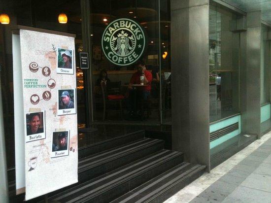 Starbucks: Entrance