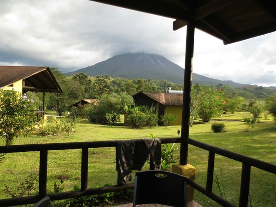 Hotel Campo Verde: The more likely view of Arenal in the clouds