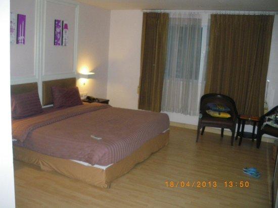 Vista Residence Bangkok: Vista habitación