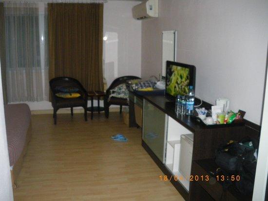 Vista Residence Bangkok: Vista habitacion