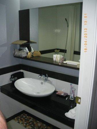 Vista Residence Bangkok: Vista baño