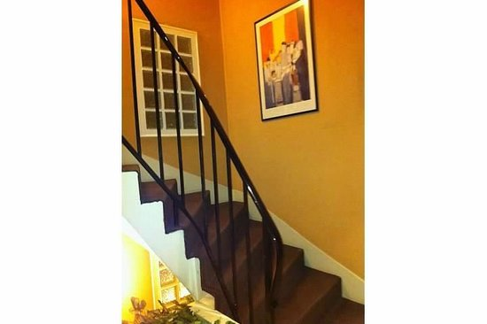 Alison Madeleine St. Honore Hotel: Staircase, clean and well kept