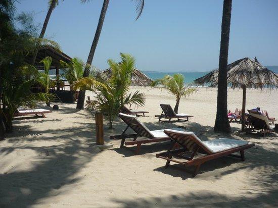 Bayview - The Beach Resort: Bay View Beach