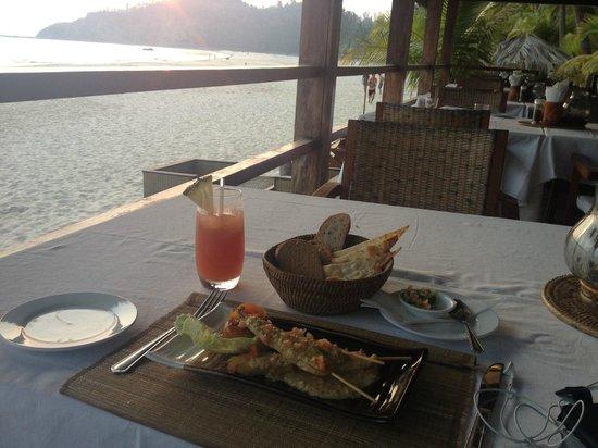 Bayview - The Beach Resort: Sun Set Bar Restaurant Bay View Hotel