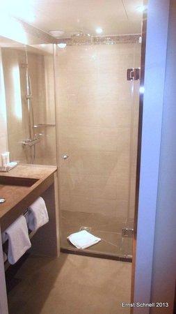 Hôtel L'Edmond, Paris : Bathroom with shower