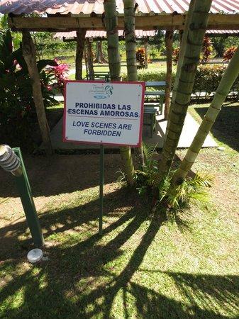 Termales Los Laureles: Sign on the grounds: Love Scenes Forbidden