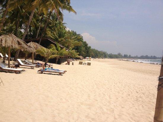 Bayview - The Beach Resort: Hotel Bay View Beach Area