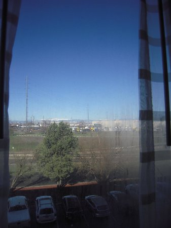 DoubleTree by Hilton Hotel Denver - Stapleton North: Supporting life between window panes