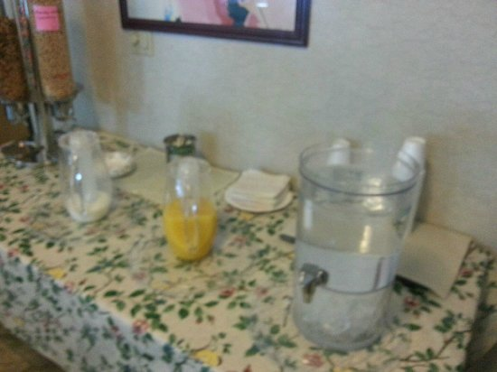 Americas Best Value Inn & Suites: Cereal Table with orange juice, milk and water