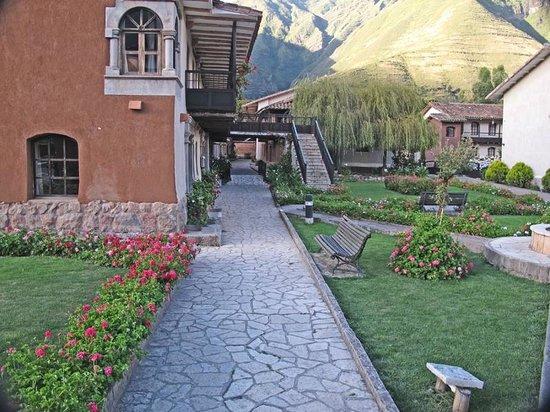 Sonesta Posadas del Inca Yucay: Walkway from lobby.