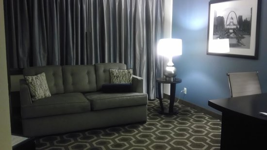Embassy Suites by Hilton St. Louis Airport : Sitting Area