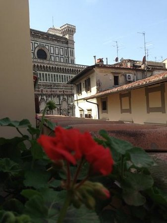 Hotel Duomo Firenze: Duomo from my bedroom balcony