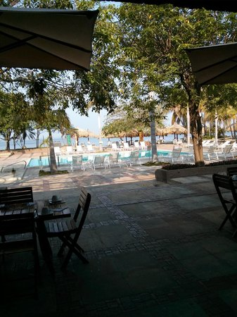 Estelar Santamar Hotel & Convention Center: Main pool and pool bar area