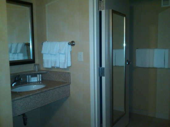Courtyard by Marriott Newark-University of Delaware: Bathroom